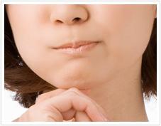 顎(あご)ニキビの複雑な原因
